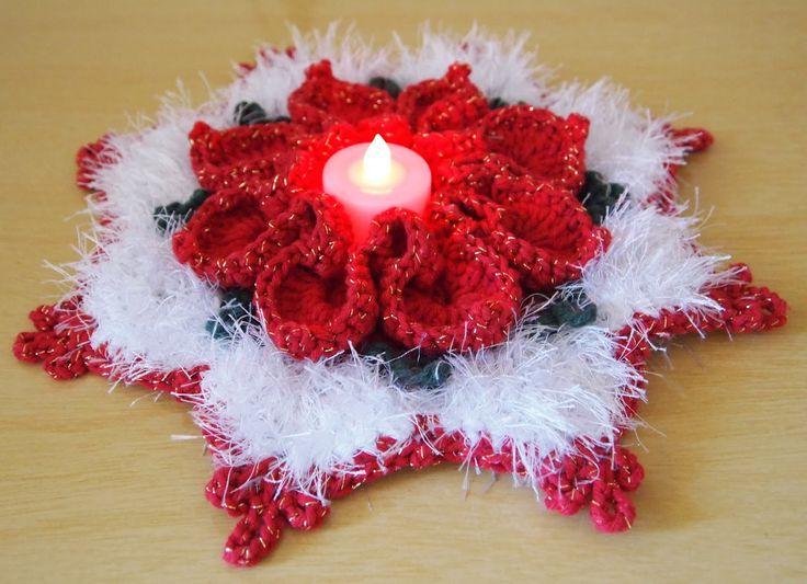 Modelo 2: Com flor bico de papagaio   Usei barbante com brilho ouro vermelho e verde e o peludinho Decore branco da Barroco. Fiz a flor c...