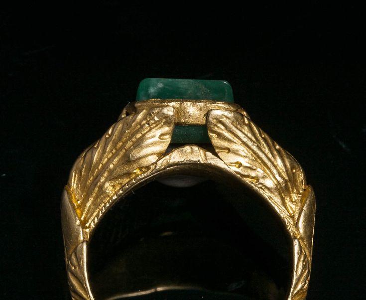 Bagues anciennes / Antique / Bague romaine en or et émeraude. Art romain, 4e siècle
