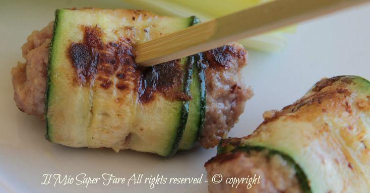 Rotolini di zucchine con polpettine ricetta facile,leggera,gustosa.Impasto di polpette avvolto in fette di zucchine, cotte sulla piastra senza olio o nel sugo