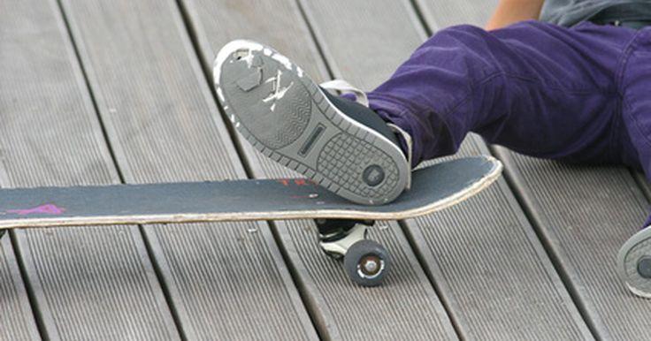 Diferença entre Vans Era e Authentic. Vans é uma empresa de calçados com sede no EUA que faz sapatos principalmente para o mercado de skate, casual, praia, snowboard e BMX. A empresa se formou na década de sessenta e cresceu dos anos 70 até se tornar uma presença importante no mercado de esportes radicais. Em sua linha de sapatos clássicos, existem mais de uma dúzia de títulos ...