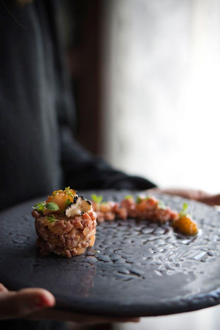 tartar, tomate, salami, trufa, entrante, aperitivo, brunch, encurtidos, mostaza