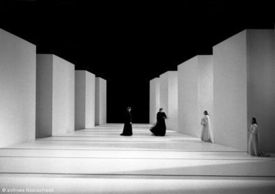 Hamlet. Dir. Antoine Vitez Set design by Yannis Kokkos. 1983