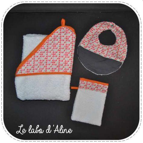 Ensemble de naissance. Il pleut des bébés autour de moi en ce moment donc quoi de mieux comme cadeau qu'un set de naissance fait maison. Pour mon 1er set de naissance, j'ai décidé de coudre une cape de bain, un gant de toilette et un bavoir. Les tissus utilisés sont un coton...