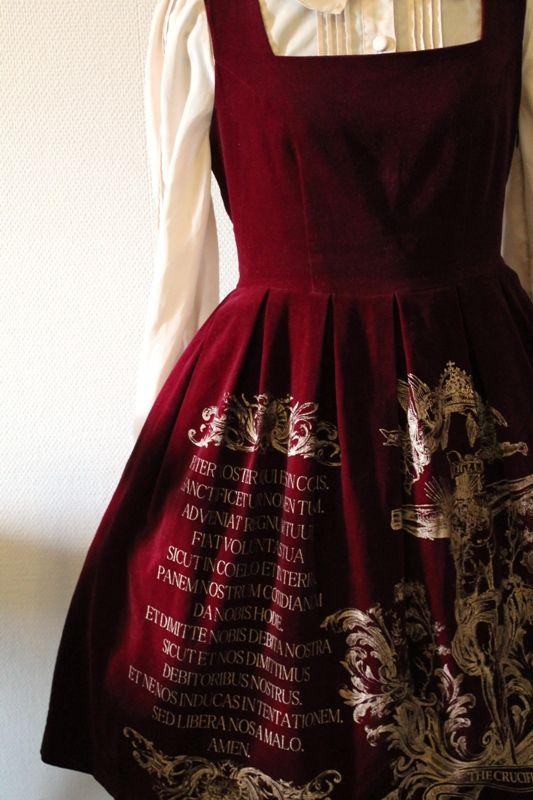 Päivänvarjon alla: Details make the dress: printed edition