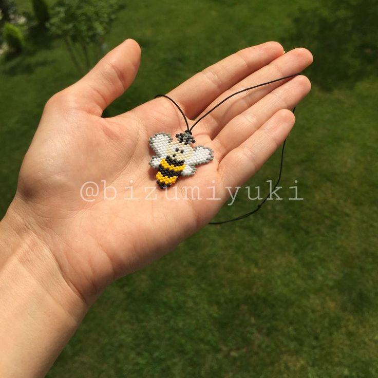 Şapşal arı kolye ☺️ Miyuki boncuklar ile yapılmış bu sevimli arı dilerseniz broş veya bileklik olarak da.... 350162