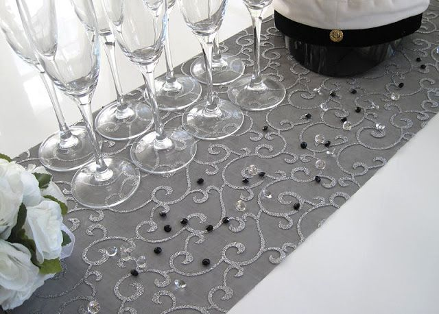 Häät ja Juhlat by Decora House: Ylioppilasjuhliin ja valmistujaisiin kaunis kattaus