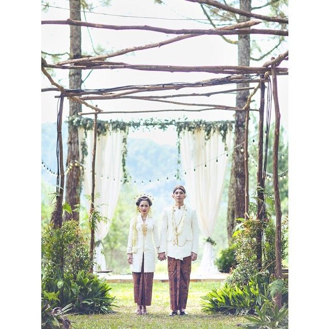 Instagram media by andienaisyah - Mbandien & Mas Ippe.  #andienippewedding Captured by @jackysuhartophotography Concept & idea by @andienaisyah  Curated & supervised by @andienaisyah & @ramadauhan WO by @ayodya_wedding Decor by @airydesigns Makeup by @adiadrian_ds Kebaya by @didietmaulana Kain lawasan by @didietmaulana Sorjan beskap by @ramadauhan