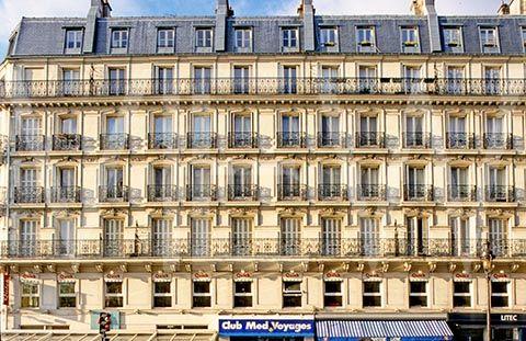 Un bâtiment haussmannien. Tout les nouveaux bâtiments étaient de la même hauteur, avait la même façade et les mêmes couleurs pour créer la harmonie.