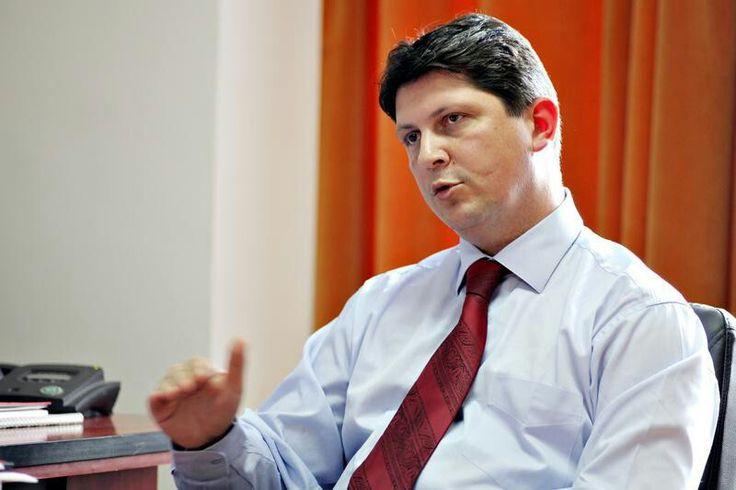 Ministrul Afacerilor Externe, Titus Corlăţean, l-a primit miercuri pe omologul său din Polonia, Radoslaw Sikorski, în cadrul vizitei oficiale pe care acesta o efectuează în România, prilej cu care şeful diplomaţiei române a exprimat interesul pentru realizarea unei pieţe regionale comune în domeniul energiei, care să utilizeze inclusiv resursele energetice naţionale, precum gazele de şist.  Potrivit unui comunicat al MAE transmis miercuri AGERPRES, discuţiile celor doi miniştri s-au axat pe…