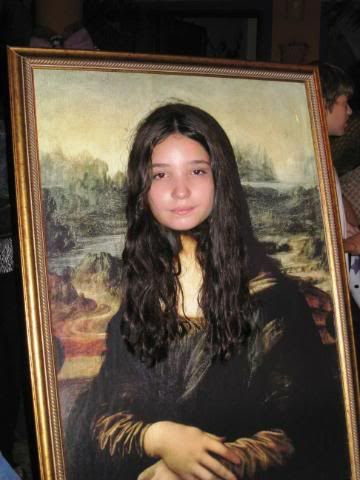 mona lisa face in hole with hair wig added to prop - Face In Hole Halloween