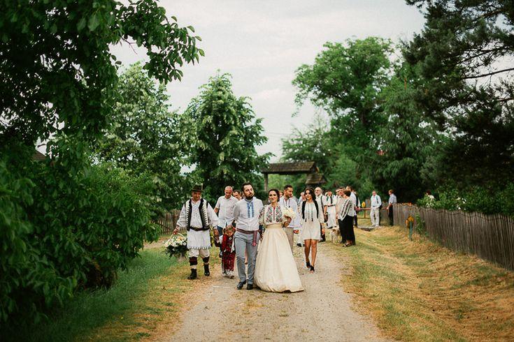 Iulia-Andrei-traditional romanian wedding_land of white deer (32)