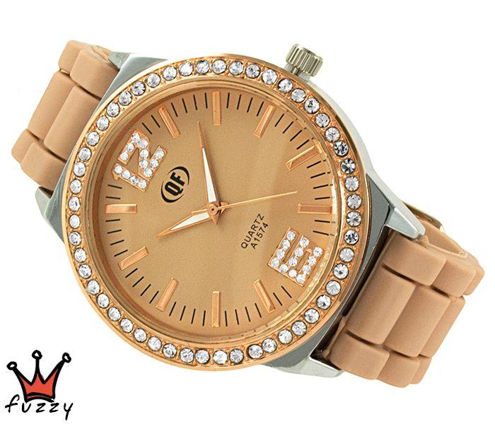 Γυναικείο ρολόι, με κάσα σε ροζ χρυσό και ασημί, στολισμένο με στρας περιμετρικά και μπεζ/ροζ χρυσό χρώμα στο εσωτερικό του.  Λουράκι σε μπεζ χρώμα από σιλικόνη. Διάμετρος καντράν 44 mm.