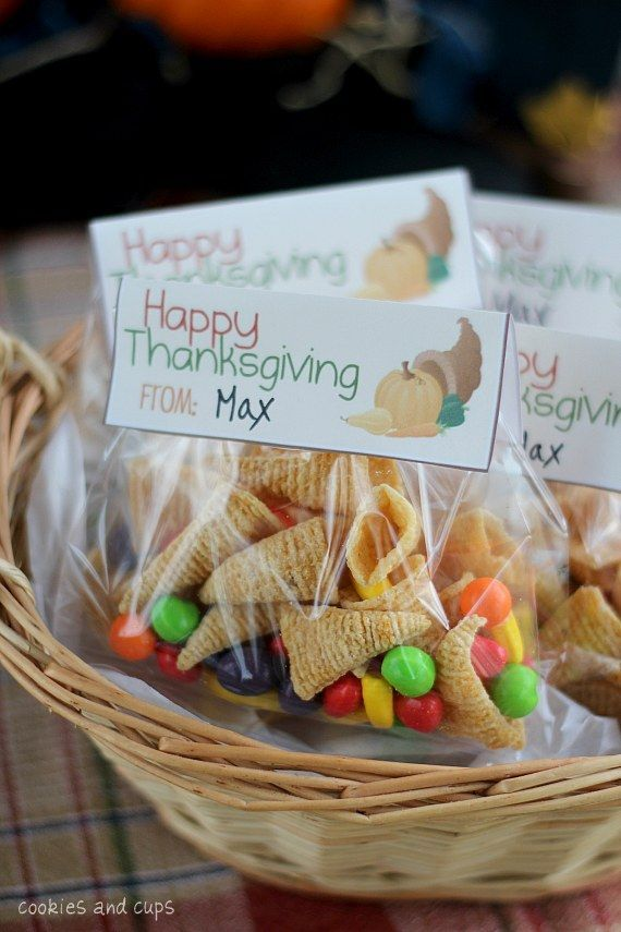 Simple Thanksgiving treat bags with a free printable!  Bugles and runts make adorable Bugle Cornucopia treat bags!