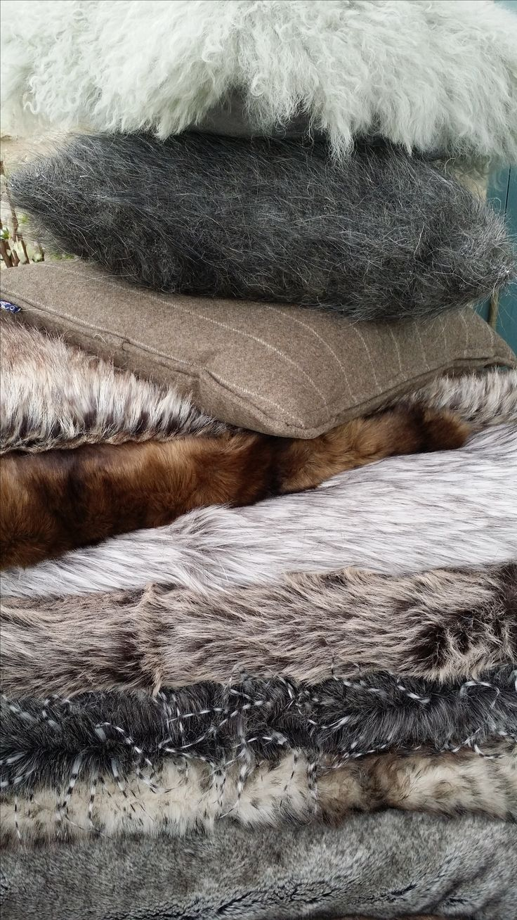 faux  fur throws to hire