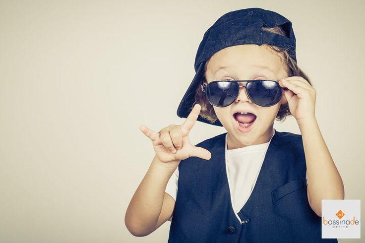 Hoeveel likes voor deze knappe jonge man mét zonnebril?