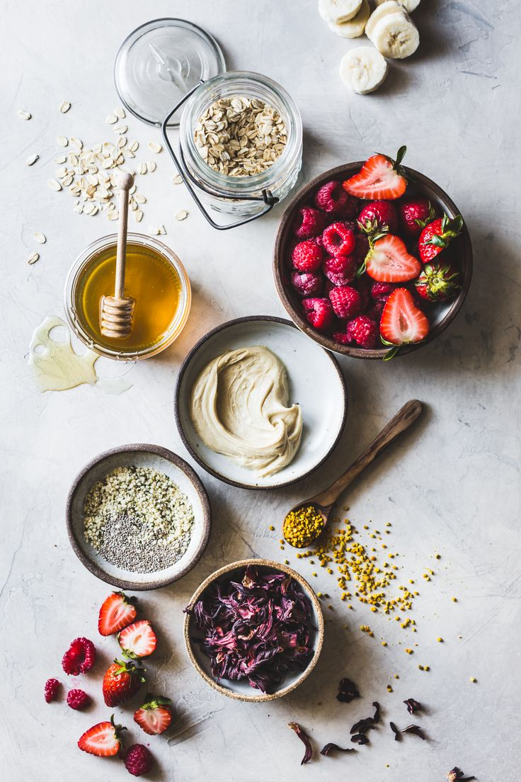 Hibiscus Berry Smoothie Bowls