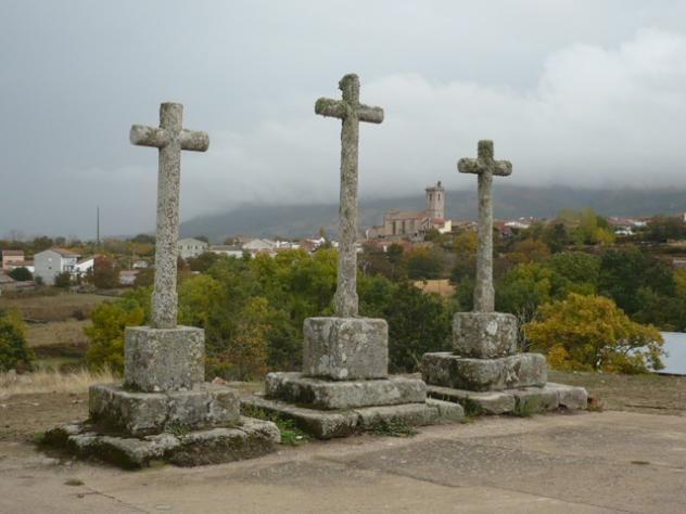Las tres cruces, junto a la Ermita del Santo en Becedas.