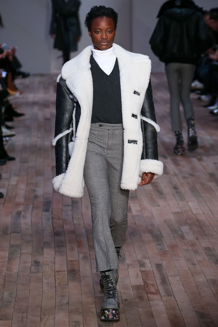 See the complete R13 Fall 2017 Ready-to-Wear collection.