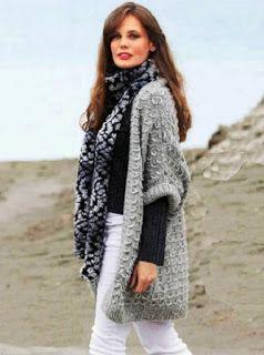 Серый жилет и меланжевый шарф
