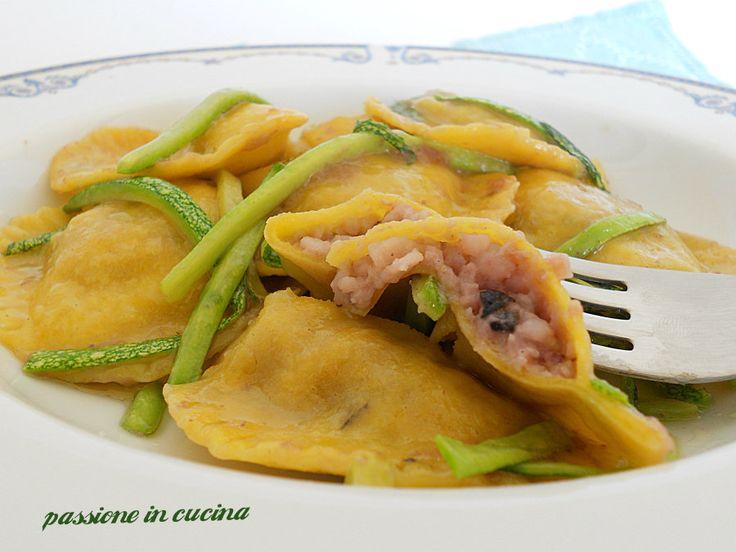 per un pranzo chic ecco la PASTA RIPIENA CON SEPPIE E ZUCCHINE http://blog.giallozafferano.it/cuinalory/pasta-ripiena-seppie-zucchine/
