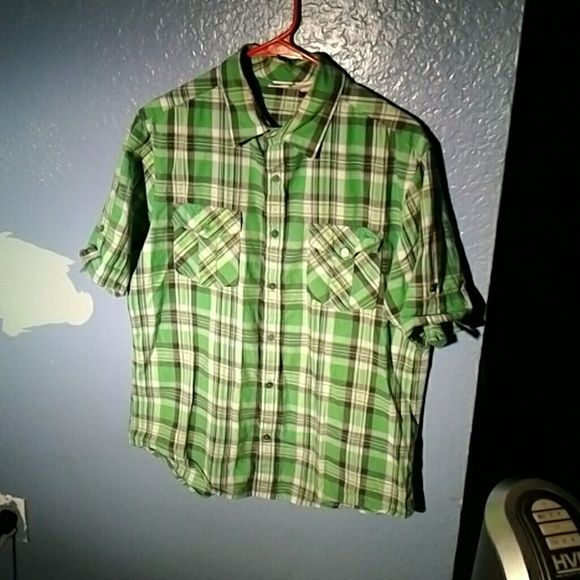 Casual shirt for men Casual shirt for men in green great for the park or anywhere hang ten Other