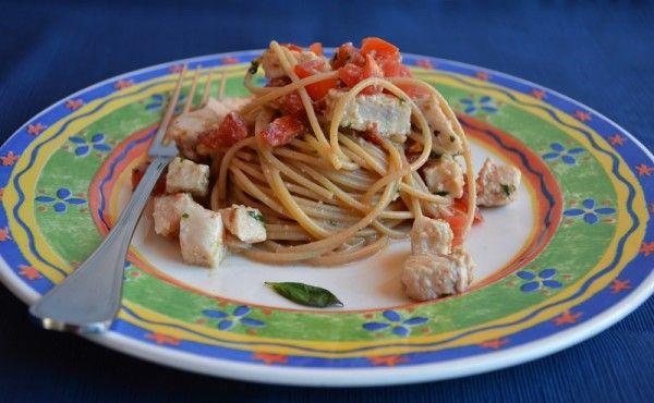 Gli #Omega3 sono importanti per la nostra salute! E quale modo migliore di assumerli se non con un bel primo piatto? Ecco qui: Spaghetti integrali, pesce spada e pesto di noci!  Per #pranzo o per #cena? Ogni occasione è quella giusta. Scopri la ricetta...