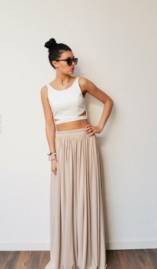 Rétro chic avec une jupe longue et un top court