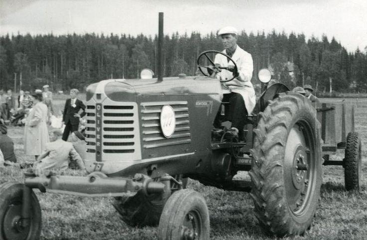 Oliver 77 Janakkalan maatalousnäyttelyssä #Oliver #traktorit #Janakkala #tractor #Hankkija
