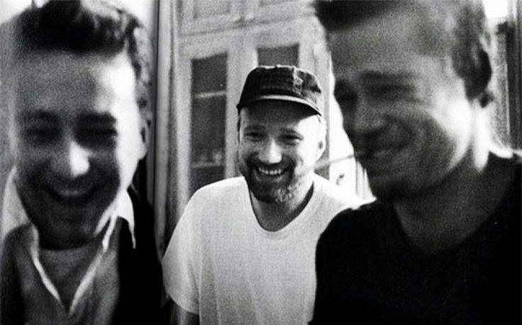 Дэвид Финчер, Брэд Питт и Эдвард Нортон на съёмках «Бойцовского клуба», 1999 год.