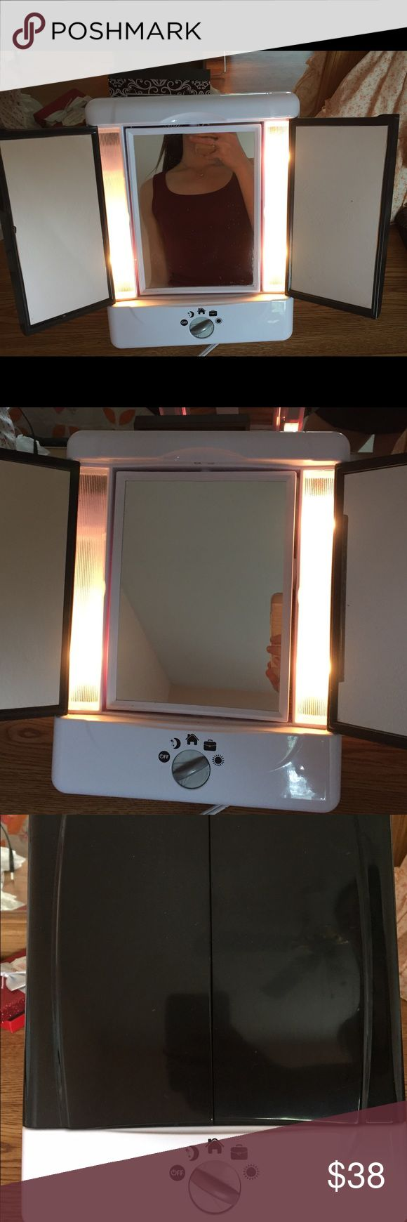Conair Double Sided Lighted Vanity Mirror Conair - Double Sided Lighted Vanity Mirror - 4 settings conair Makeup