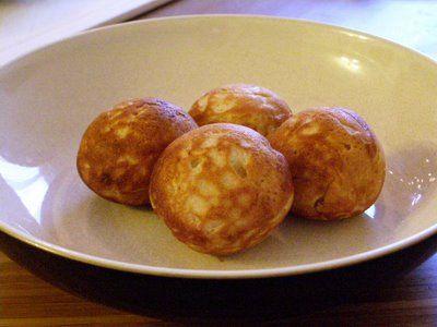 Danish Pancake balls... mmmmm.....Courtesy of: Maple ♥ Spice: Vegan Aebleskiver!!!!