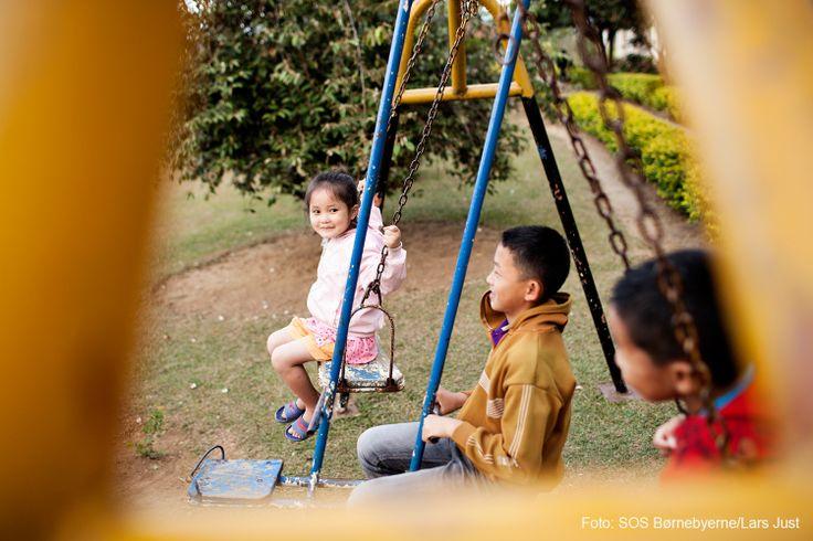 Når børnene i SOS-børnebyen i Xiengkhouang i det nordøstlige Laos kommer hjem fra skole og børnehave, er det legetid.