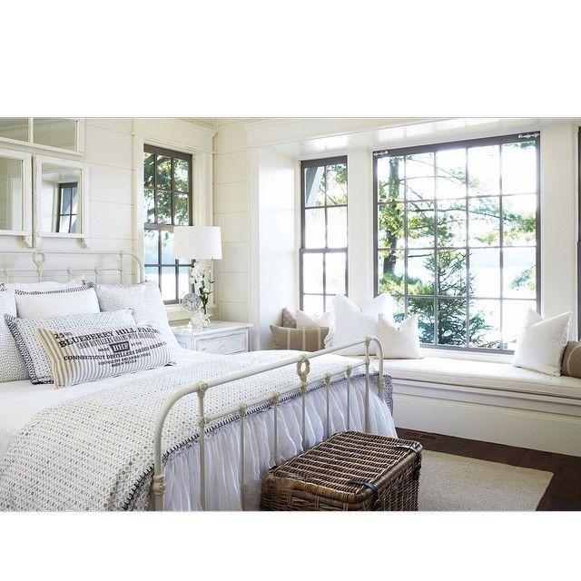 #BookNooks | Beautiful bedroom with window seat
