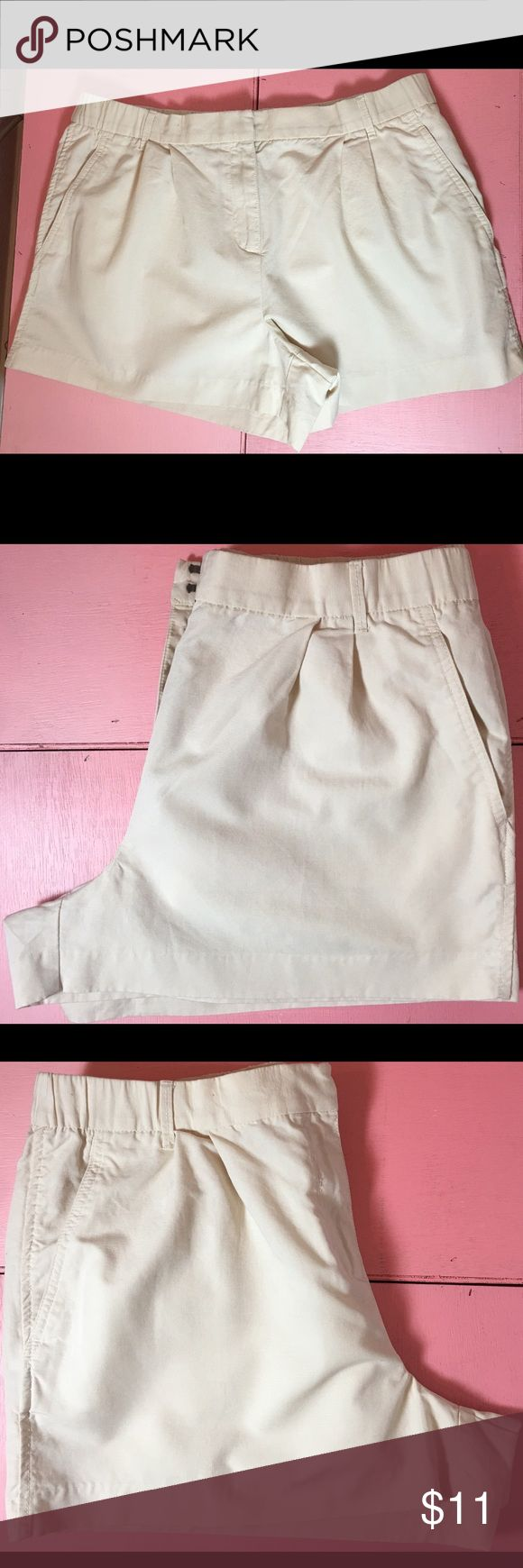 Women's Gap Size 14 Cream Colored Shorts This shorts are gently worn but in excellent condition!  Great to dress up with a nice silk top or dress down with a t-shirt.  No flaws. GAP Shorts