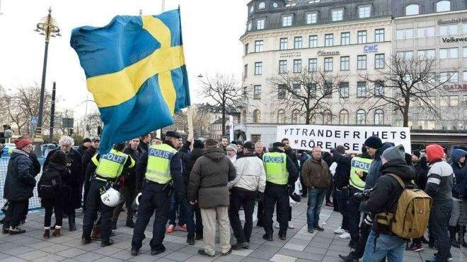 Шведский полицейский взбудоражил соцсети постом о мигрантах