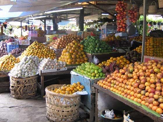 The beautiful fruit market at Berastagi.