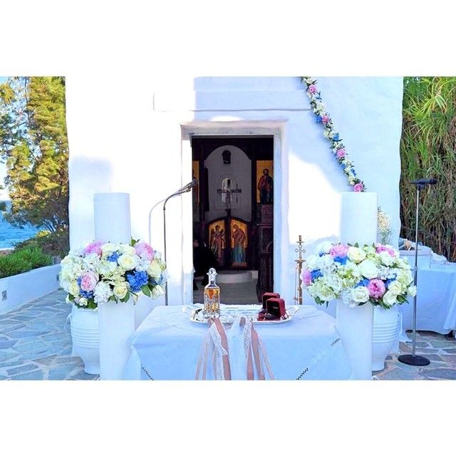 • loved & married •  #rosettaeventi #rosetta_eventi #rosetta_flowers #roses #ortansia #peony #church #greece #blue #amazing #weddings #marriage #proud #varkiza #couple #beauty #natural #sea #dreamland #flowers #life #love #island