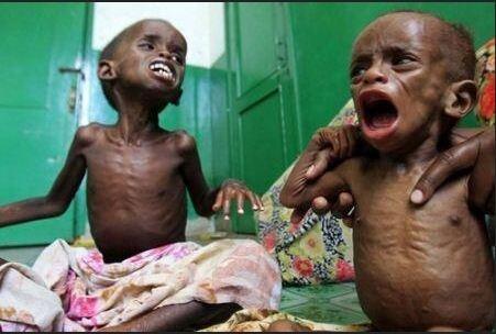 Mungkin lebih banyak makanan yang kita sisakan, dibanding makanan yang dimakan oleh anak Somalia ini.. #SOSSomalia