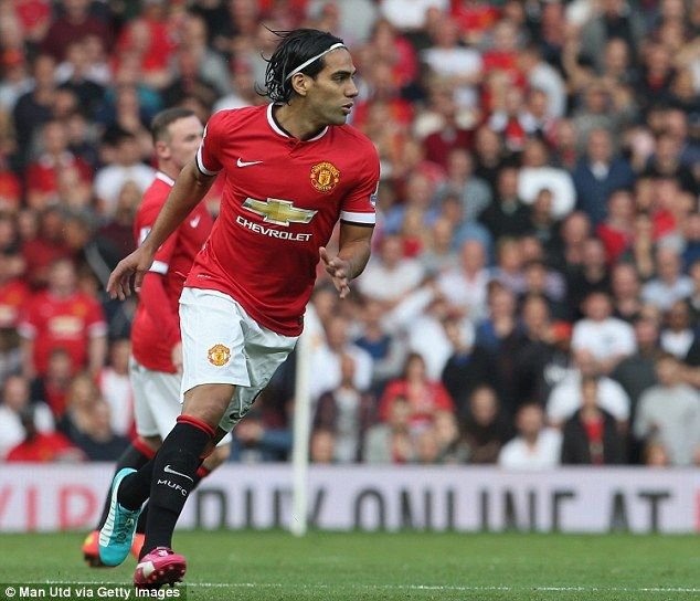 Radamel Falcao made his Manchester United debut after replacing Juan Mata in the 67th minu...