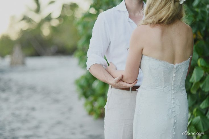 Romantic photo by one of our favorite vendors , Ale Sura, contact us for more information  www.costaricaweddingvendors.com