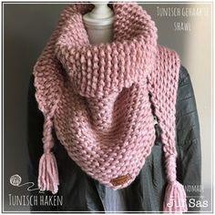 Na mijn eerst grijs/okergele tonisch gehaakte sjaal, leek het me leuk om te proberen dit in een nog grovere versie te haken. Ik had nog roze XL wol van de Acti