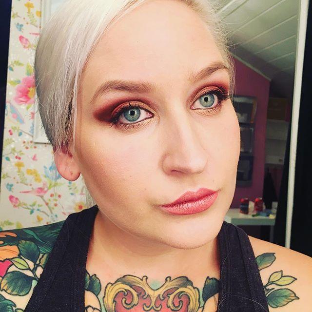 Faded #red #makeuplook ❤️❤️❤️ #fashion #fashion #beauty #mua #makeup #redeyeshadow #eyeshadow #look #lotd