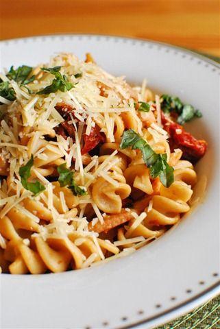 Bacon, Mushroom and Sun-Dried Tomato Pasta | Slimming Eats - Slimming World Recipes