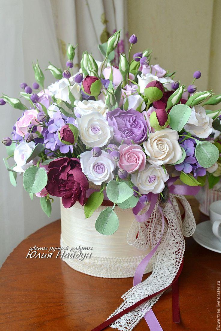 Купить Цветы в большой шляпной коробке 40 см (полимерная глина) - сливочный, интерьерная композиция