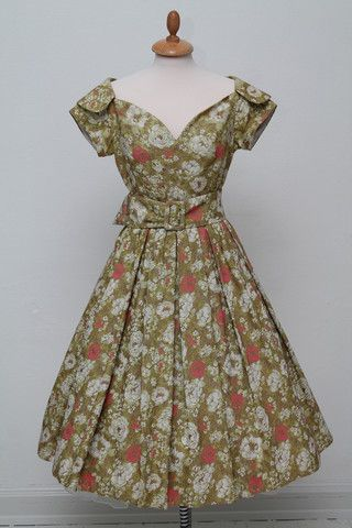 Party dress  cotton brocade 1950. S-M
