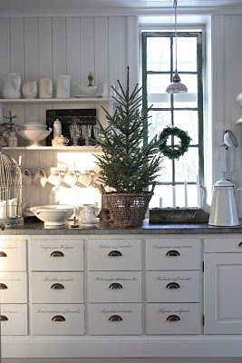 White Kitchen: Cabinets, Idea, Drawers Pull, Christmas Kitchens, White Christmas, Scandinavian Christmas, Christmas Decor, Christmas Trees, White Kitchens