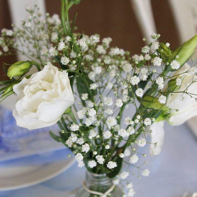 Love these #tablesettings! #beautiful #spring #flowers! #babyshower babyshowerphotos #babyshowertheme #babycoming #babyboy #partytheme #photography #eventphotography