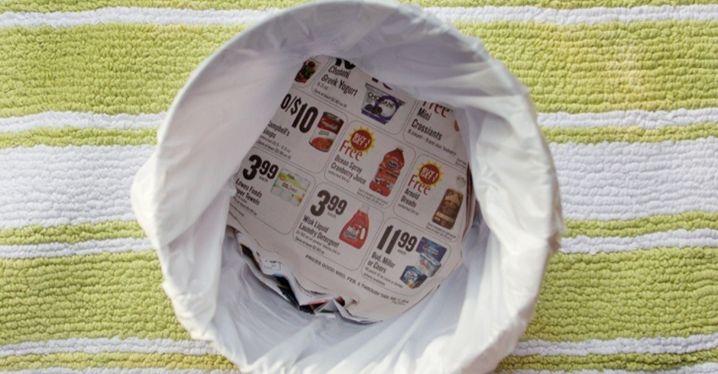 Nooit meer een lekkende vuilniszak  Geen zin in een vuilniszak vol vocht van je afval? Een krant absorbeert een groot deel van het vocht van je afval en kan voorkomen dat de afvalzak lekt door scherpe voorwerpen in je vuilnis.