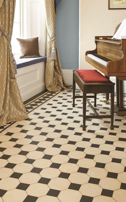 Zwart-wit geblokte vloer met 8-kanten en rand rondom