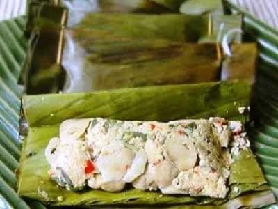 Pepes Tahu Jamur - Yuk kita belajar cara membuat atau masak bumbu resep pepes tahu jamur tiram kancing merang kemangi udang ikan teri khas sunda yang paling enak dan pedas.